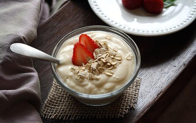 Jogurt naturalny z owocem