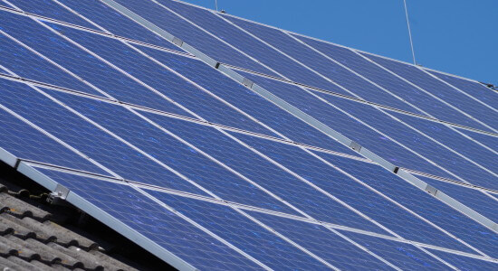 kolektory słoneczne umieszczane są przeważnie na dachu budynku