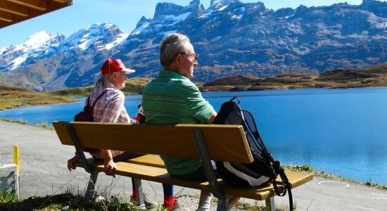 seniorzy w górach
