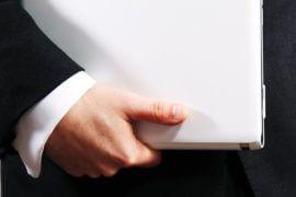 Ręka trzymająca teczkę