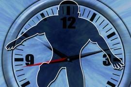 Człowiek wychodzący z zegara