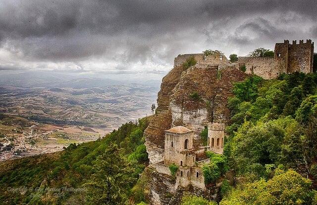 Widok z góry na osadę Erice na Sycylii