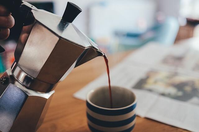 Kawa nalewana z kawiarki