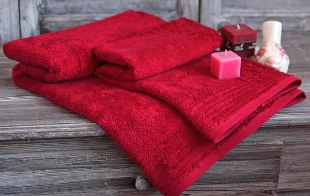 Czerwone ręczniki