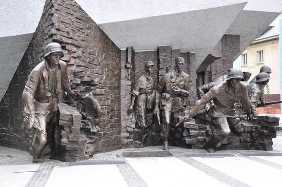 pomnik upamiętniający powstanie warszawskie