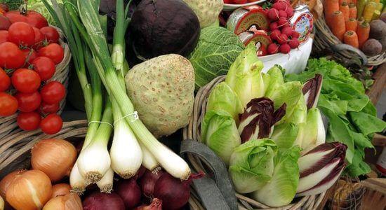 Różnorodne warzywa na stole