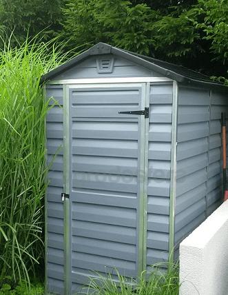 mały domek narzędziowy