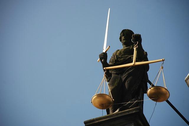 symbol-prawa-adwokat