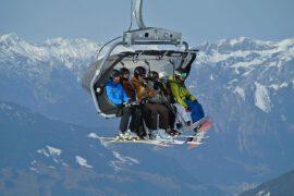 Grupa narciarzy