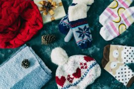 Czapki, rękawiczki i zimowe skarpetki