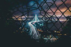 oświetlona droga